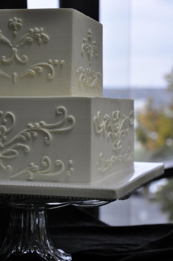 venetian-scroll-small-wedding-cake
