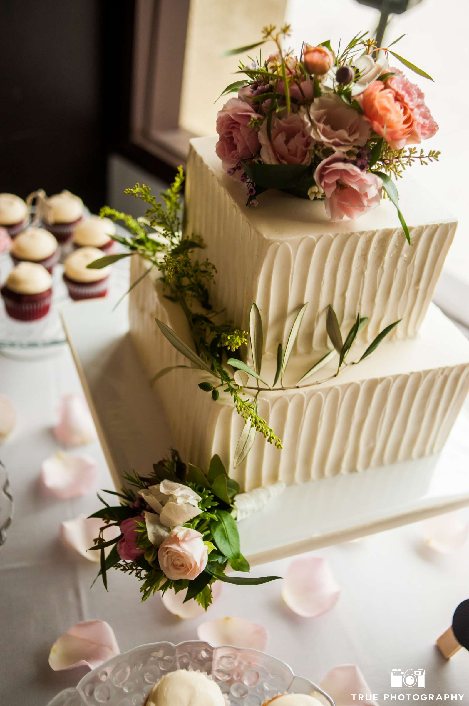 vertical-texture-squre-wedding-cake-by-sweet-cheeks-true-photo-for-natasha_qaes_pf