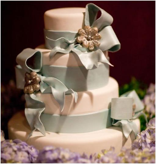 wedding-cake-baby-blue-fondant-ribbon-edible-brooches