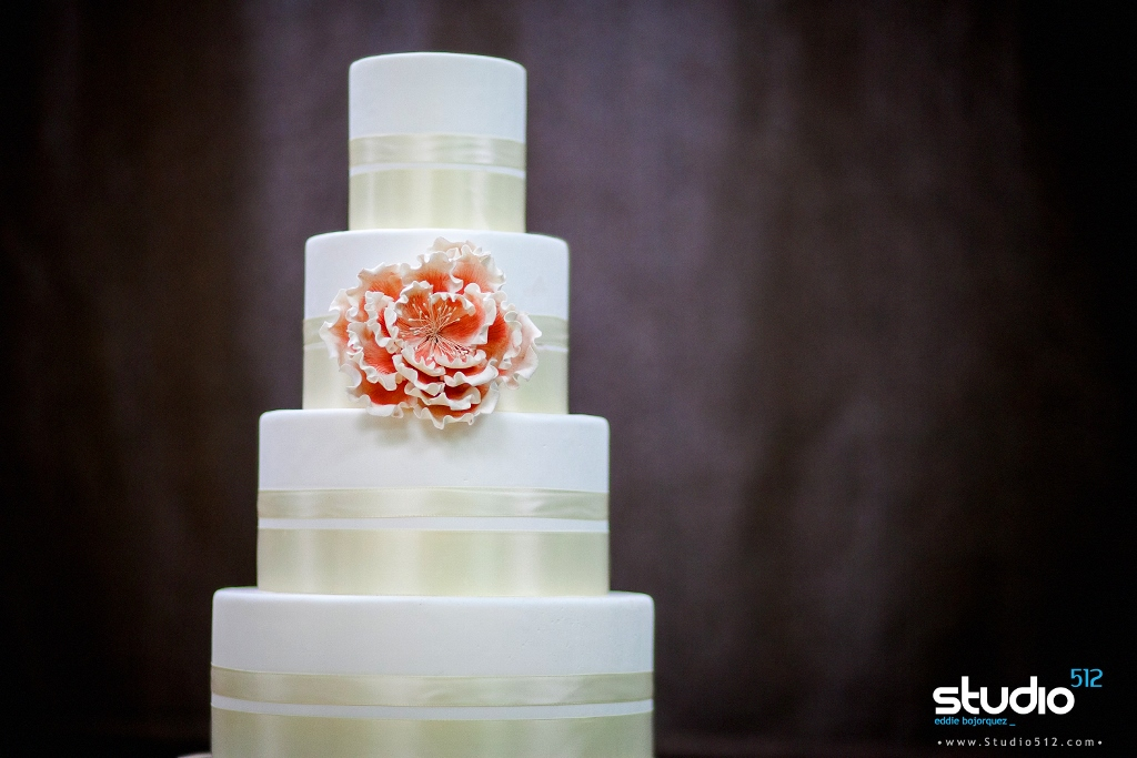 white-fondant-wedding-cake-pink-sugar-peony-ivory-ribbon-sweet-cheeks-cake-class-sudio-512-photo-1024x683